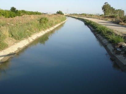 https://sites.google.com/a/gnj.cz/zemepis/js42-aralske-jezero/water_kanal_020512.jpg